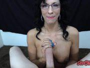 Il masturbeaza si il obliga sa se termine pe ochelari