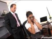 Isi fute secretara pentru o marire de salar