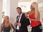 Seful isi fute cele doua angajate pentru o marire