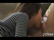 Doua lesbiene se ling in pizda una pe alta si o fac erotic