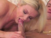 Film porno cu un baiat si o femeie matura profesoara